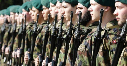 Soldado vegano é rejeitado pelo exército suíço por se recusar a usar botas de couro