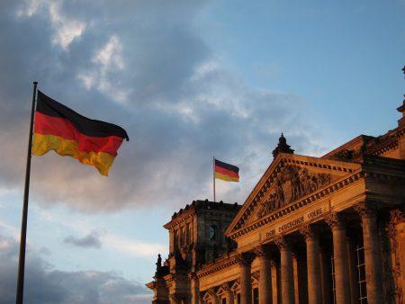 Bandeira alemã e parlamento alemão (REICHSTAG)