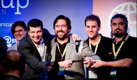 Os fundadores, da esquerda para direita: Paulo Castello (CEO), Claudio Ferreira (COO) e Angelino Cruz (CTO, quarto)