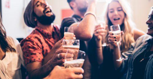 Empresa busca pessoa para viajar, degustar cerveja e ainda ganhar R$ 43 mil