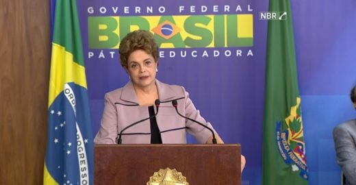 Dilma recebe apoio de artistas e intelectuais no Palácio do Planalto