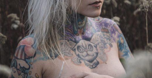 Tatuados posam sem roupa para calendário em defesa dos animais; veja as fotos