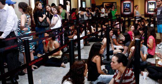 Que tal assistir às estreias do cinema em casa, sem pegar fila?