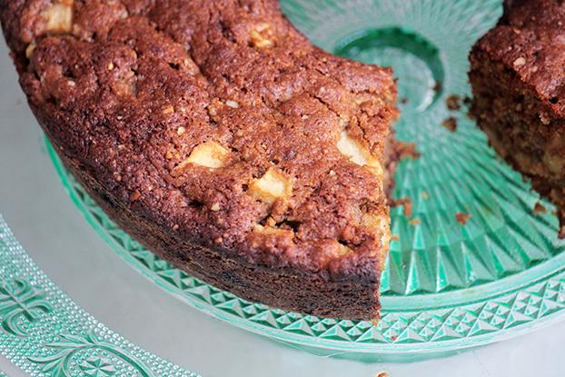 Saudável e saboroso: bolo integral de maçã verde e castanhas