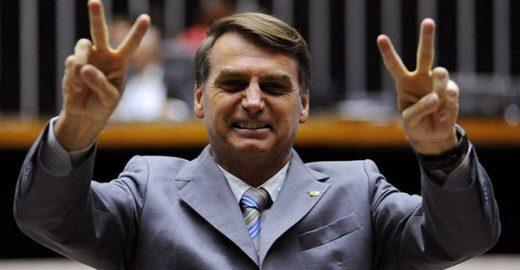 Bolsonaro vira réu no STF por apologia ao estupro e injúria