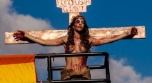 Viviany Beleboni faz manifestação contra a transfobia na 19ª Parada do Orgulho LGBT na Avenida Paulista