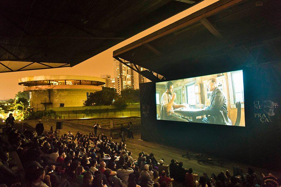 Sessão de cinema festival Cine na Praça