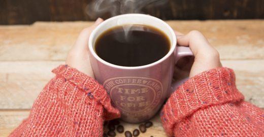 Bebidas muito quentes podem causar câncer de esôfago, diz OMS