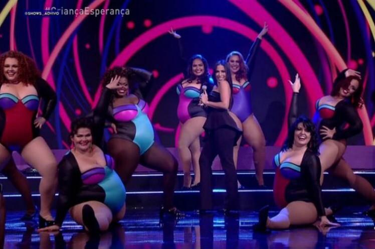 5a7df8118 Bailarinas plus size roubam a cena ao dançar com Anitta na Globo