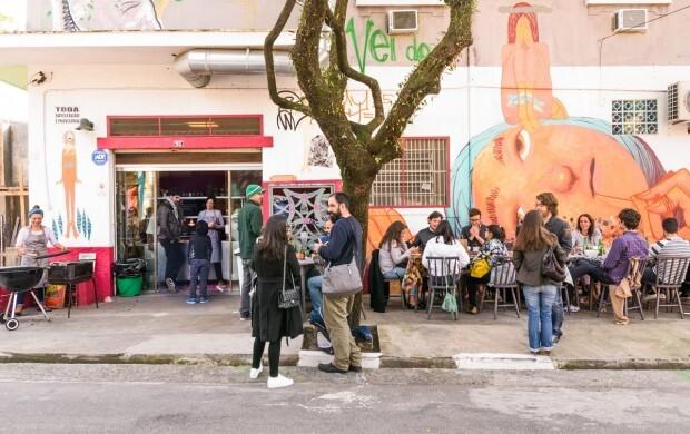 Canto da Bel toma conta da calçada do Clandestino. Foto: Lucas Terribili / Divulgação