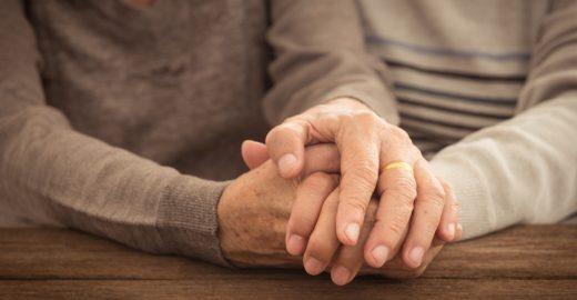 Senhorinha de 92 anos foge de hospital e encontra namorado