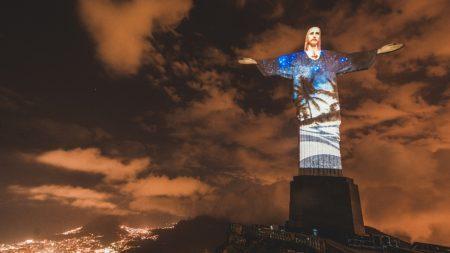 Instagram projeta fotos do Rio no Cristo Redentor para celebrar os Jogos Olimpícos Rio 2016