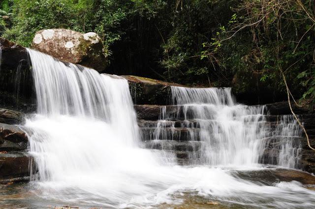 Sana é cercado por cachoeiras