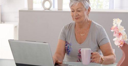 Agência contrata recepcionista com mais de 60 anos