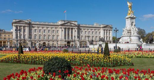 Com salário de R$ 70 mil, família real abre vaga para jardineiro