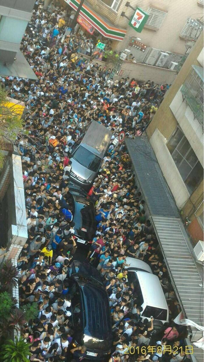 Carros mal conseguiam andar nas ruas das principais cidades do páis.