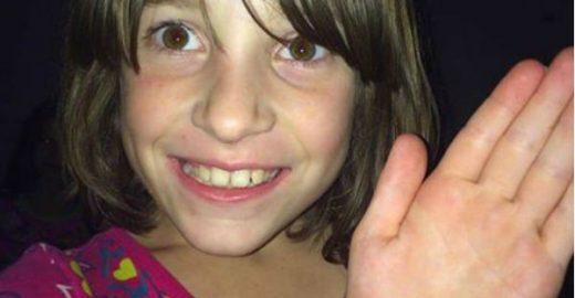 Menina com autismo ganha 78 camisetas iguais a sua favorita