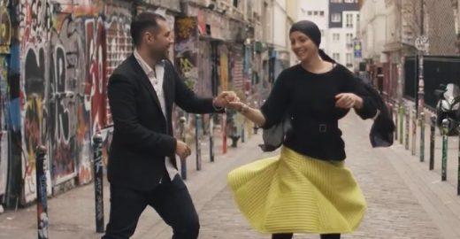 Dançando forró em de Paris para comemorar a luta contra o câncer