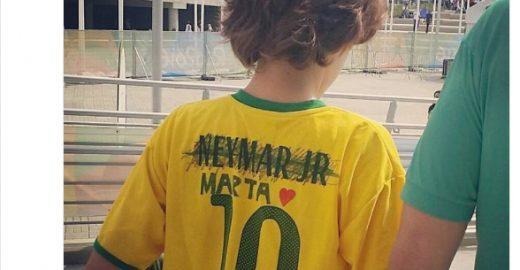 #saineymarENTRAMARTA mostra sucesso de jogadora de futebol