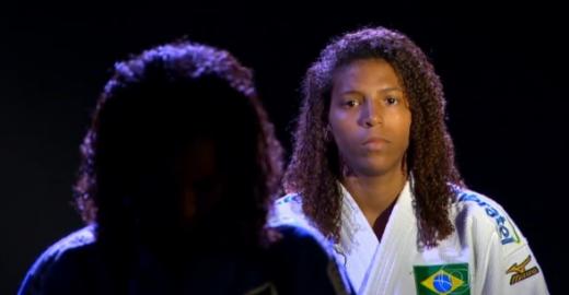 Rafaela Silva mantém sua rotina de ajudar a família