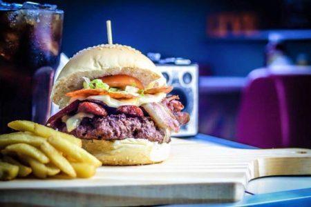 O menu de hambúrgueres é composto pelos estilos Stands Burguer's, Especial Burguer's e Top Big Burguer's
