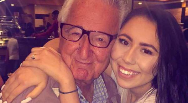 Avô e neta frequentam a mesma universidade