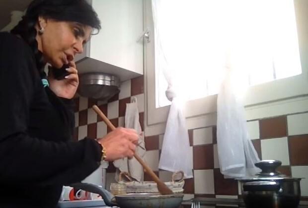 Gretchen na função que mais gosta: a de dona de casa
