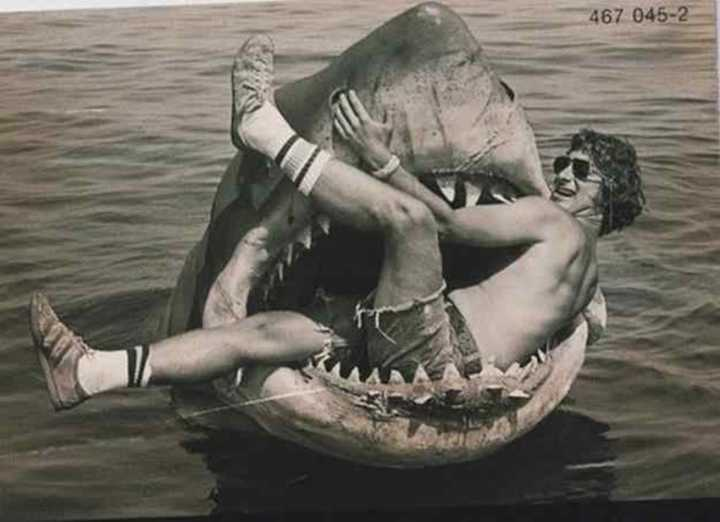 "Steven Spielberg na bocarra do ""Tubarão"" (1975)"