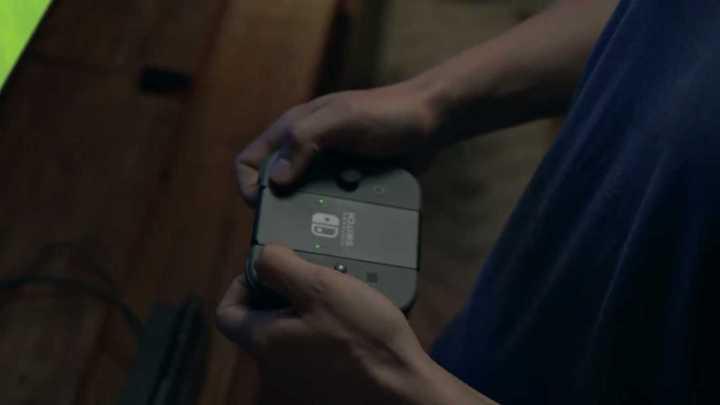 Os controles podem ser descolados e juntados no módulo portátil do aparelho.