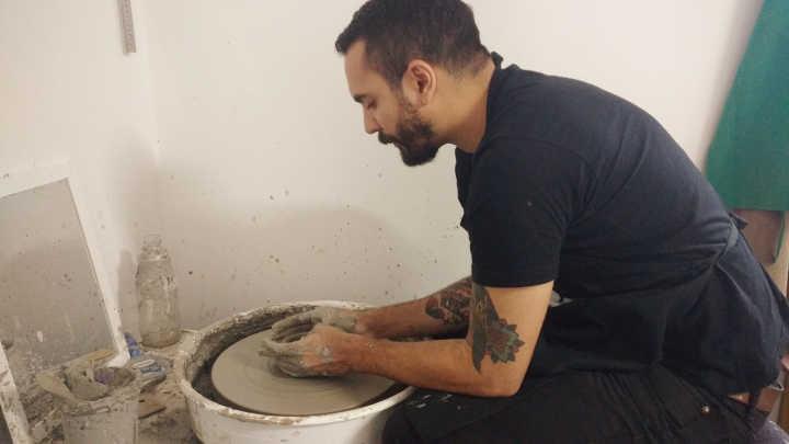 Ajudou na produção de peças de cerâmica