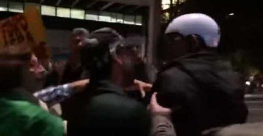 Manifestantes ameaçam e agridem ciclista na Avenida Paulista