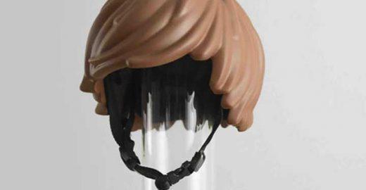 Criaram um capacete do cabelo de Lego para crianças quererem usar