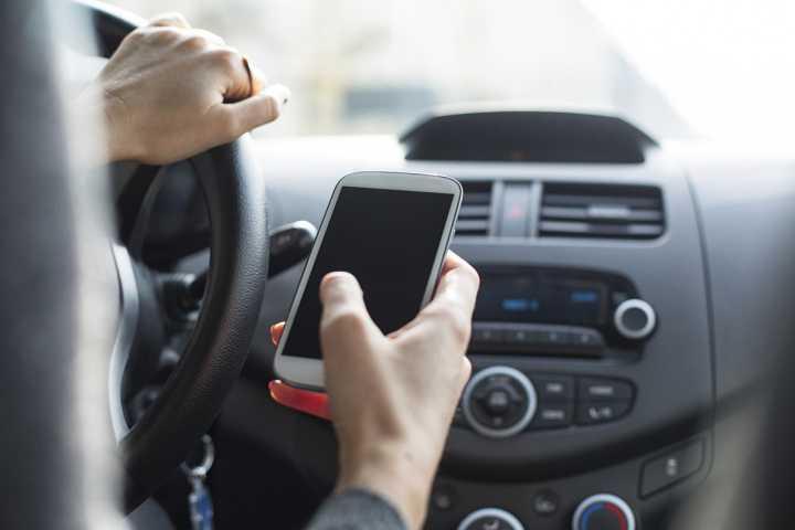 O risco de acidentes é três vezes maior quando o motorista utiliza o celular