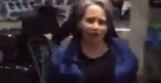 Senhora que acertou chinelada em Cunha passa noites no aeroporto
