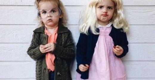 Gêmeas fazem sucesso no Instagram usando fantasias fofas