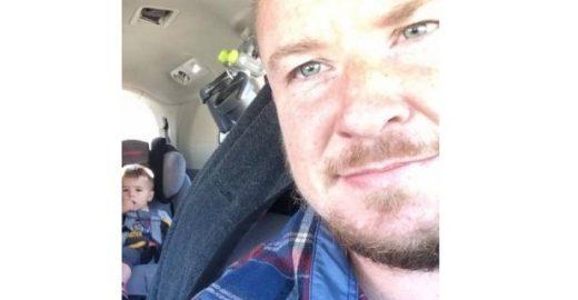 Pai dá fim à briga de trigêmeos em carro com solução criativa