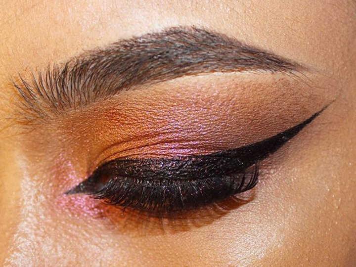 Blogueiras usam sabão para deixar sobrancelhas mais grossas