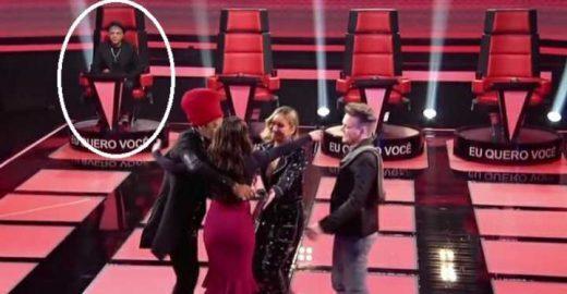 Lulu Santos se nega a abraçar cantora reprovada no The Voice