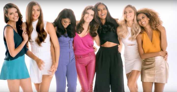 Valentina ao lado de artistas em campanha publicitária