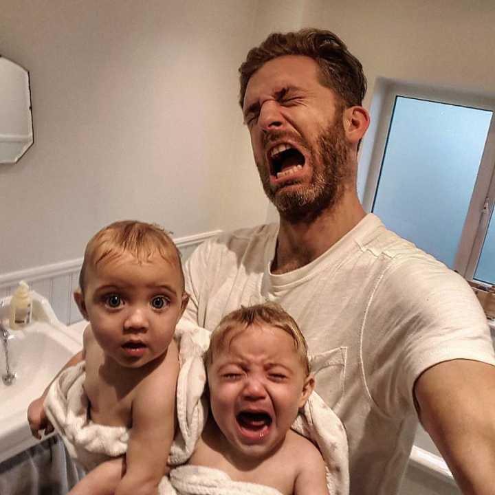 Resultado de imagem para Simon Hooper e filhas