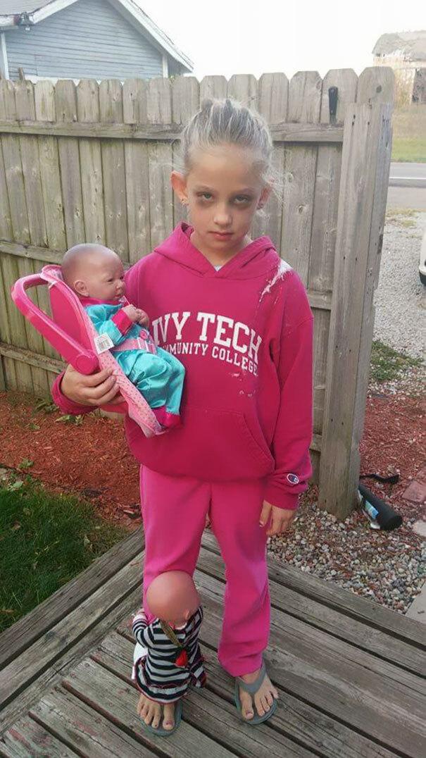 Menina se veste de mãe pro Halloween e foto viraliza