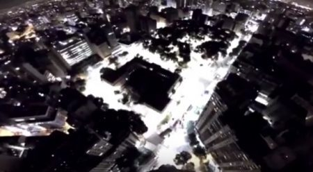 Vídeo, gravado pelos próprios paraquedistas, registrou aventura no Terraço Itália