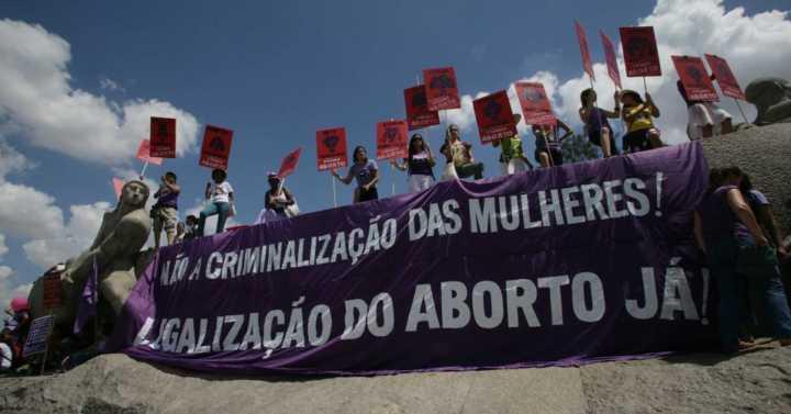 Dê a sua opinião: a prática do aborto deve ser legalizada no Brasil?