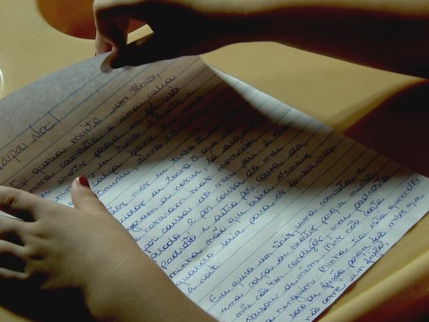 Resultado de imagem para Menina de 13 anos relata abuso pelo padrasto em carta a Papai Noel