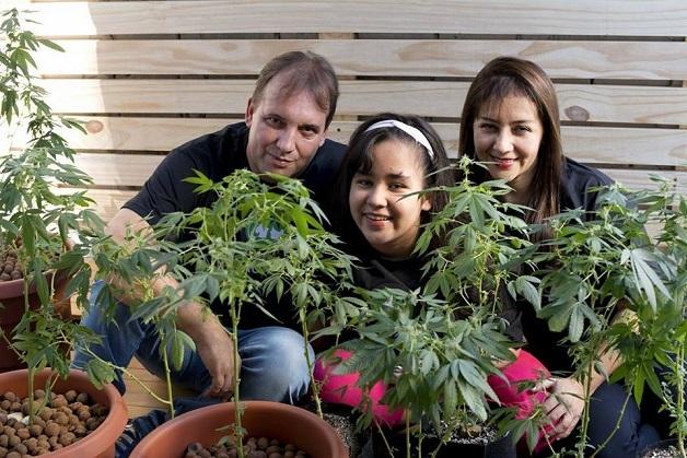 Família de menina com doença rara consegue permissão para plantar maconha