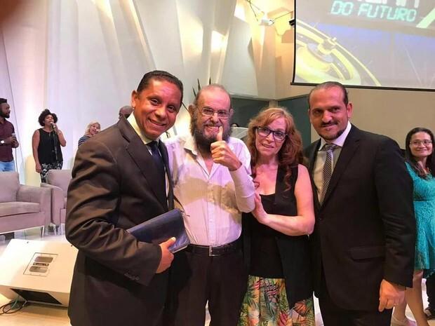 O cineasta José Mojica Marins em culto evangélico