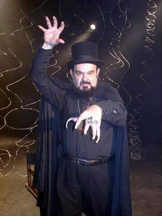 José Mojica interpretando seu personagem Zé do Caixão