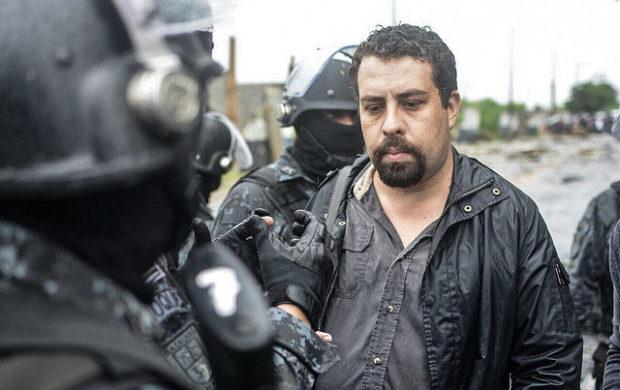 O presidente do MTST, Guilherme Boulos, preso em reintegração de posse
