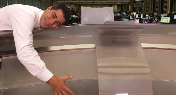 Na volta das férias, Evaristo Costa abraça a bancada do JH