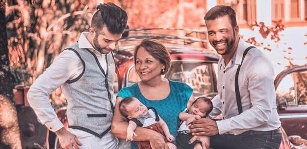 Ana Maria Aranha com o filho Luiz, o genro, Gustavo, e os netos gerados em sua barriga